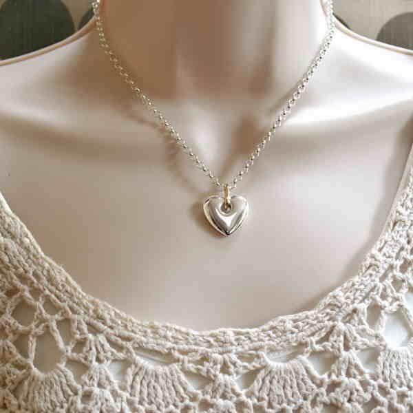 Heavy heart pendant in wear