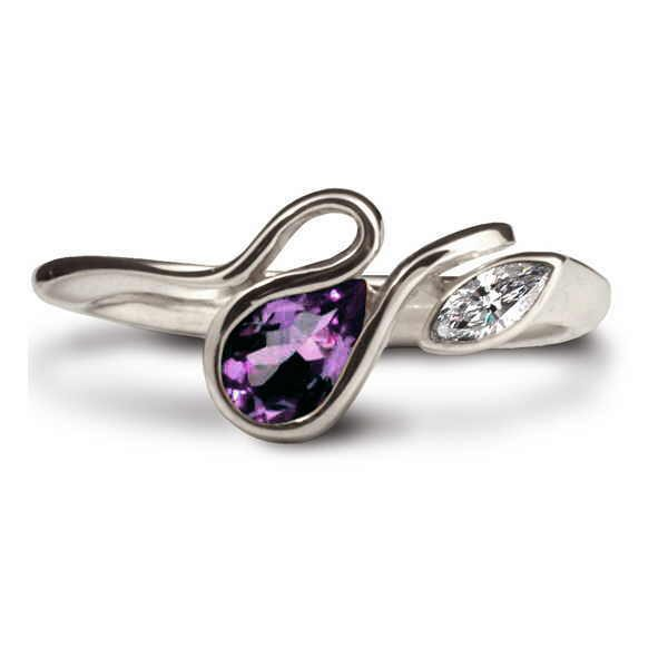 Calypso ring in diamond and amethyst