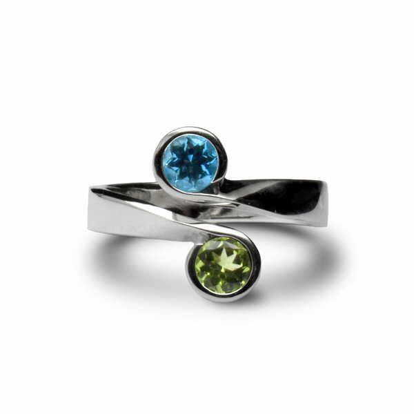 Crossover scroll ring in peridot and blue topaz