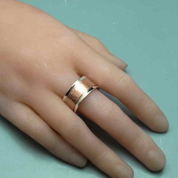 rose gold reticulated ring on finger